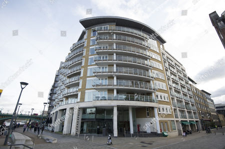 67 Benbow House New Globe Walk London Se1 Homes Where Victoria Glendinning Has Lived 2016/01/04.