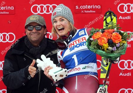 Nina Loeseth (r) of Norway Celebrates on the Podium Next to Former Italian Skier Alberto Tomba (l) After Winning the Women's Slalom Race of the Fis Alpine Skiing World Cup in Santa Caterina Italy 05 January 2016 Italy Santa Caterina