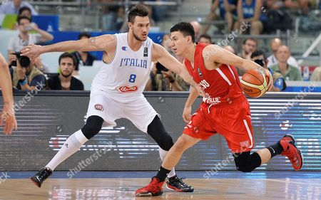 Italy's Danilo Gallinari and Mexico's Francisco Cruz in Action During the 2016 Fiba Olympic Qualifying Tournament Between Italy and Mexico at Palalpitour in Turin Italy 08 July 2016 Italy Turin
