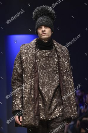 A Model Presents a Creation From the Fall-winter 2016/2017 Collection by Chinese Designer Miao Ran During the Altaromaaltamoda Fashion Week in Rome Italy 29 January 2016 the Altaroma Runs From 29 to 31 January Italy Rome