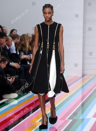Martinican Model Karly Loyce Presents a Creation From the Label Salvatore Ferragamo During the Milan Fashion Week in Milan Italy 28 February 2016 the Fall-winter 2016/2017 Women's Collections Are Presented at the Milano Moda Donna From 24 to 29 February Italy Milan