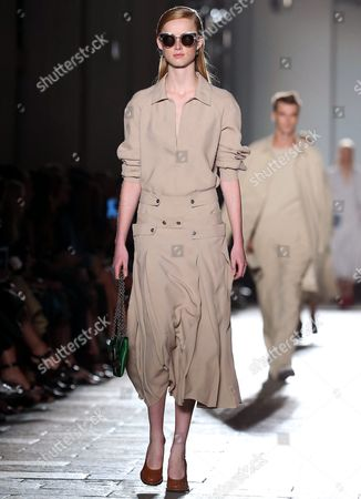 Models Present Creations From the Spring/summer 2017 Collection by German Designer Tomas Maier For Italian Fashion House Bottega Veneta During the Milan Fashion Week in Milan Italy 24 September 2016 the Women's Collections Are Presented at the Milano Moda Donna From 21 to 26 September Italy Milan