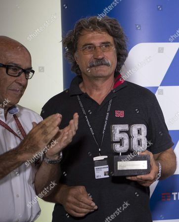 Paolo Simoncelli Father of Former 250 World Champion Marco Simoncelli with the Trophy Awarded After the Ceremony of the Withdrawal of the Number 58 Owned by His Son Marco Received From Dorna's Ceo Carmelo Ezpeleta (l) Before the Press Conference of the Gp of San Marino E Della Riviera Di Rimini at Misano World Circuit Marco Simonelli Misano Adriatico Italy 08 September 2016 Italy Misano Adriatico