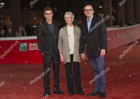 Italian Film Maker Francesco Patierno (l) Poses with Actors/cast Members Julien Evans (r) and Maureen Lewis (c) Arrive For the Premiere of 'Naples 44 (napoli '44)' at the 11th Annual Rome Film Festival in Rome Italy 18 October 2016 the Festival Running From 13 to 23 October Italy Rome