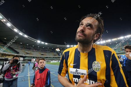 Verona's Forward Luca Toni After the Last Match of His Career Greets Supporters at the End of the Italian Serie a Soccer Match Hellas Verona Fc - Juventus Fc at Bentegodi Stadium in Verona Italy 08 May 2016 Italy Verona