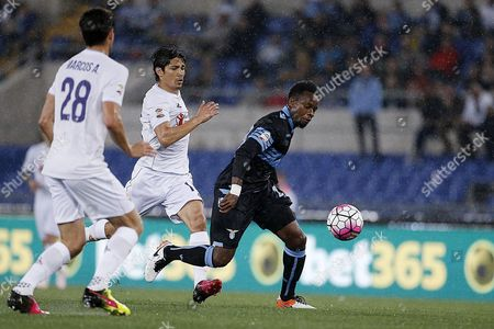 Ogenyi Onazi (r) From Ss Lazio Vies For the Ball During the Serie a Soccer Match Between Ss Lazio and Ac Fiorentina at the Olimpico Stadium in Rome Italy 15 May 2016 Italy Rome