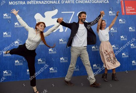 Italian Director and Actor Kim Rossi Stuart (c) Poses with Italian Actresses Cristiana Capotondi (r) and Camilla Diana (l) During a Photocall For 'Tommaso' at the 73rd Annual Venice International Film Festival in Venice Italy 06 September 2016 the Movie is Presented out of Competition at the Festival Running From 31 August to 10 September Italy Venice