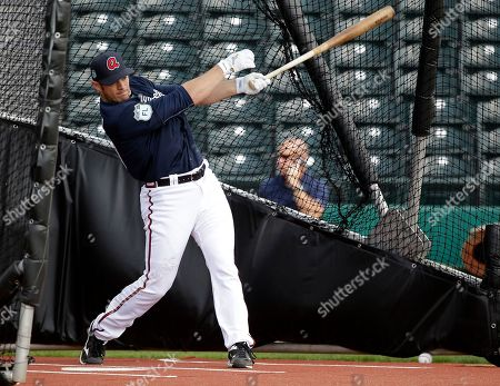 Atlanta Braves catcher Anthony Recker takes batting practice at a baseball spring training workout, in Lake Buena Vista, Fla