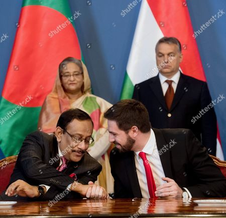 Hungarian Minister of State For Economic Diplomacy Levente Magyar (r) and Foreign Secretary of Bangladesh Shahidul Haque (r) Shake Hands After Signing a Memorandum of Understanding Between Their Respective Ministries in the Presence of Bangladesh Prime Minister Sheikh Hasina Wazed (l-rear) and Hungarian Prime Minister Viktor Orban (r-rear) in the Delegation Room of the Parliament Building in Budapest Hungary 29 November 2016 Sheikh Hasina Wazed is the First Premier of Bangladesh to Pay an Official Visit to Hungary Hungary Budapest