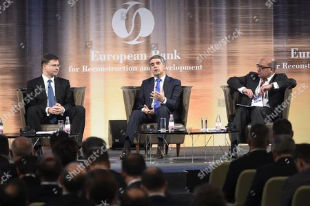 Bulgarian President Rosen Plevneliev (c) Speaks As Vice President of the European Commission in Charge of the Euro and Social Dialogue Valdis Dombrovskis (l) and European Bank For Reconstruction and Development Ebrd President Suma Chakrabarti Look on During a Panel Discussion of the European Bank For Reconstruction and Development Ebrd Conference in Budapest Hungary 10 November 2016 Hungary Budapest