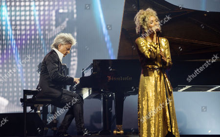 Photo Made Available 11 December 2016 of Hungarian Pianist and Composer Balazs Havasi (l) and British Singer Songwriter Leona Lewis (r) Performing a Havasi Symphonic Concert at the Papp Laszlo Sports Arena in Budapest Hungary 10 December 2016 Hungary Budapest