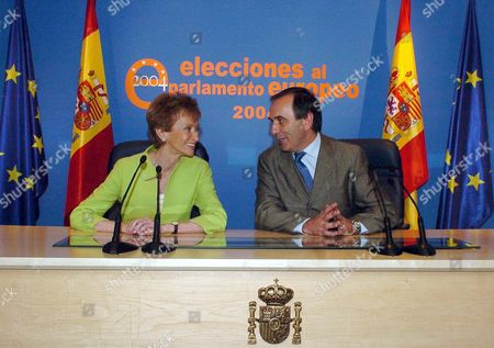 Spanish Deputy Prime Minister Maria Teresa Fernandez De La Vega (l) and Spanish Home Affairs Minister Jose Antonio Alonso (r) Look Each Other During the Press Conference to Inform About the Results of European Elections in Palace of Congress Madrid Spain Sunday 13 June 2004 Epa/victor Lerena Spain Madrid