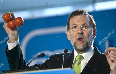 Spanish Popular Party's Leader Mariano Rajoy Holds Three Tomatos As He Gives a Speech During His Party's Christmas Lunch at Malaga's Fair and Conference Centre in Malaga Southern Spain 19 December 2009 Rajoy on 18 December Blamed Spanish Government of Negotiating with Morocco the Return of Saharan Activist Aminatou Haidar to His Home Town in Western Sahara in Exchange of Morocco Can Send a Higher Quota of Tomatoes Without Protective Tariff to Spain Spain Malaga