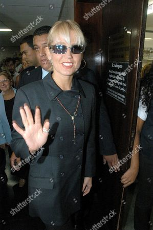 Stock Image of The Famous Brazilian Tv's Personality Maria Da Graca Meneghel Better Known As 'Xuxa' Arrives at Court in Rio De Janeiro on Wednesday 07 May 2003 where Xuxa is Charging the 'O Dia' Newspaper For Publishing Old Nude Photos of Her Without the Artist's Consent Epa Photo Efe/ Antonio Lacerda Brazil Rio De Janeiro