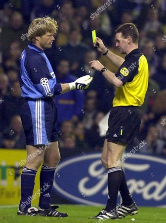 Md-35 - 20010501 - Madrid Spain : Scotish Referee Hugh Dallas (r) Shows the Yellow Card to Bayern Munich's Oliver Kahn While Deutch Goalkeeper Gives Him a Lighter Which Had Been Thrown by Spectators During Their Champions League Semi-final Match at Madrid's Bernabeu Stadium Tuesday 01 May 2001 Epa Photo Efe/sergio Barrenechea/av/mk Spain Madrid