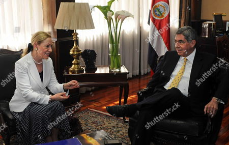 Eu Trade Commissioner Benita Ferrero-waldner (l) Meets Costa Rican President Oscar Arias (r) at the Presidential House in San Jose Costa Rica 20 January 2010 Ferrero-walder is on an Official Trip to Central America Aimed to Re Launch the Negotiations For an Eu-central America Association Agreement Costa Rica San Jose