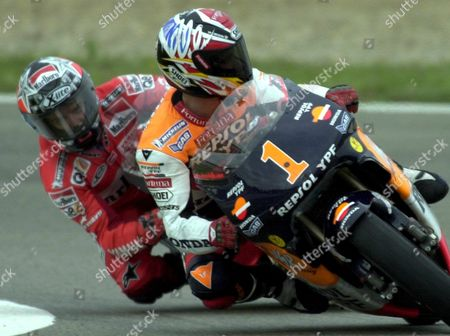 Je09 - 20000430 - Jerez Spain: 500cc World Champion Alex Criville (r) of Spain and Compatriot Carlos Checa (l) in Action During the 500cc Race of the Spanish Motorcycling Grand Prix in Jerez Southern Spain on Sunday 30 April 2000 Checa was Second and Criville Placed Fourth (electronic Image) Epa Photo Efe/jaro Munoz Spain Jerez