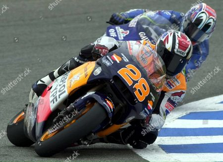 Jer08 - 20010506 - Jerez Andalucia Spain: Spain's Alex Criville Races Ahead of Japanese Shinya Nakano (rear) During the 500cc Spanish Motorcycle Grand Prix Jerez Spain on Sunday 06 May 2001 Italian Velentino Rossi Won the Event Criville Placed Third Epa Photo Efe/jaro Munoz/re-fob Spain Jerez