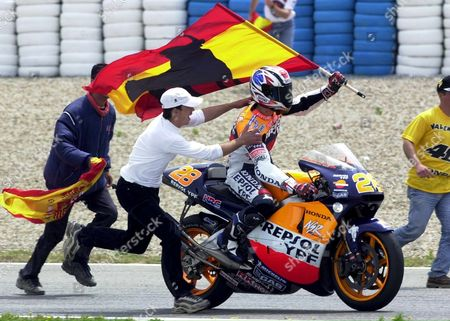 Jer03 - 20010506 - Jerez Andalucia Spain: Alex Criville of Spain is Cheered by Fans After Finishing Third in the 500cc Spanish Motorcycle Grand Prix Jerez Spain on Sunday 06 May 2001 Rossi Won the Event and Abe Finished Second Valentino Rossi of Italy Won the Event Ahead of Runner-up Japanese Norik Abe Epa Photo Efe/jaro Munoz/re-fob Spain Jerez
