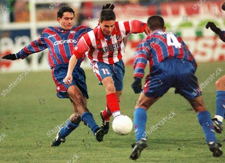 Md13 - 19990110 - Madrid Spain : Atltico Madrid's Defender Carlos Aguilera Tries to Play the Ball Between Jose L Soto (l) and Felix Carvallo (r) of Extremadura During Their Spanish First Division Soccer Match in the Vicente Calderon Stadium in Madrid 10 January 1999 Atletico Won 5-0 Epa Photo Efe/j L Pino Spain Madrid