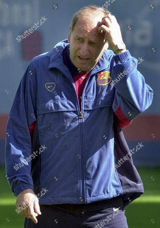 B03 - 20010424 - Barcelona Spain : New Fc Barcelona Coach Carlos Rexach Heads the First Training Session with the Team This Morning on Tuesday 24 April 2001 the Spanish Primera Division Giant Sacked Monday Coach Lorenzo Serra Ferrer After a Meeting of the Club½s Executive Committee Rexach Technical Director of the Club and Former Deputy Coach of Dutch Johann Cruyff Will Be in Charge Until the End of the Season Epa Photo Efe/andreu Dalmau Spain Barcelona