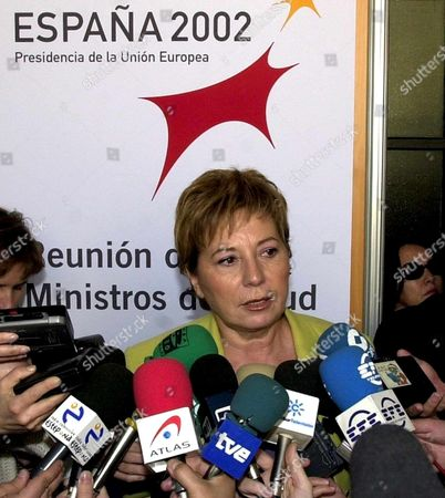 Ma04 - 20020208 - Malaga Spain : Spanish Health and Consumer Minister and Eu President of the Health Council Celia Villalobos Adresses the Journalists During a Break at an Eu Health Ministers at a Malaga Goverment Building in the Andalusian City of Malaga in Southern Spain on Friday 8th February 2002 During the Eu Ministerial Seminar on 'Treatment Uses of Human Tissues and Cells in the European Union' the Slogan on the Poster Reads 'Spain 2002 Eu Presidency' (top) and 'Meeting of Health Ministers' (under) Epa Photo Efe/rafael Diaz/rd/aic/bp Spain Malaga