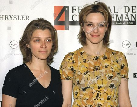 Md21 - 20020604 - Madrid Spain : German Screenwriter and Director Sandra Nettelbeck and German Actress Martina Gedeck (l) Poses For Photocall After Making the Debut with Their Movie Called 'Mostly Martha' at the 4th German Film Festival in Madrid Tuesday 04 June 2002 the Slogan on the Poster (behind) Reads the Title of This Film Festival Epa Photo Efe / Chema Moya /aic/bp Spain Madrid