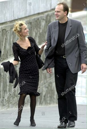 Ss04 - 20010928 - San Sebastian Basque Country Spain : French Film-director Jean-pierre Ameris (right) and French Actress Sandrine Bonnaire Walk Through the Streets of Sansebastian on Friday 28 September 2001 After Presenting Their Film Titled 'C'est La Vie' at the International Film Festival Epa Photo Efe/juan Herrero/j H/bp-ms Spain San Sebastian