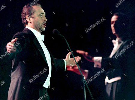 B115-19980728-barcelona Spain: Famous Spanish Tenor Jose Carreras (l) Sings During an Open Air Concert Late 28 July 1998 at the Montjuic Square in Barcelona Commemorating the Tenth Anniversary of the Creation of His 'Jose Carreras Foundation' to Fight Leukaemia Carreras who Himself Suffered From Leukaemia a Few Years Ago was Accompained by the Italian National Orchestra Conducted by M David Gimenez (background R) Epa Photo Efe/andreu Dalmau/ad/kr Spain Barcelona