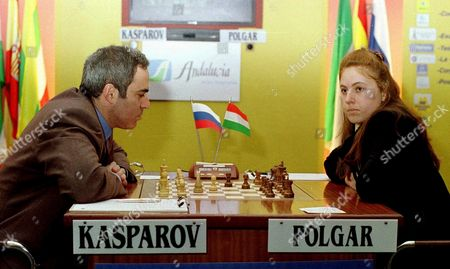 Li01 - 20010224 - Linares Spain : Russian Chess Player Gari Kasparov Left with White Opposite World Chess Champion Hungarian Judit Polgar During the Second Leg of Xviii Linares Chess Tournament on Saturday 24 February 2001 in Linares Southern Spain Epa Photo Efe/enrique Alonso Spain Linares