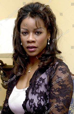 Md03 20021130- Madrid Spain: Us Mezzosoprano Denyce Graves During an Interview with Efe on Saturday 30 November 2002 in Madrid where He Will Perform the Role of Carmen in the Bizet's Opera Next Thursday 5 December 2002 at the Royal Theater Epa Photo Efe/jose Huesca Spain Madrid