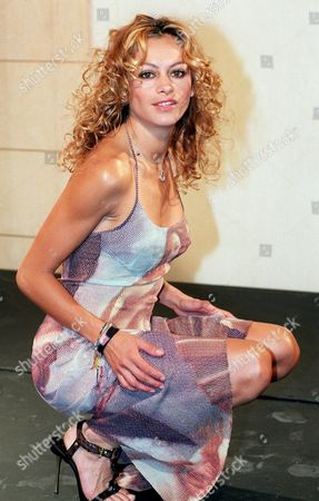 Md14 - 20020603 - Madrid Spain : Mexican Singer Paulina Rubio Poses For Photographers During a Press Conference to Present Her New Album 'Border Girl' in Madrid on Monday 03 June 2002 (film) Epa Photo Efe / Ballesteros / Aic Gb Fob Spain Madrid