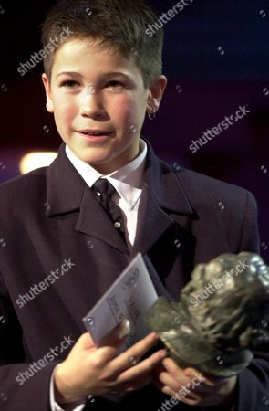Md17 - 20010203 - Madrid Spain : Thirteen-year-old Spanish Actor Juan Jose Ballesta Poses with His Best New Actor Trophy During Cinema's Goya Prizes at Madrid's Congress Municipal Late Saturday 03 February 2001 Epa Photo Efe/paco Campos Spain Madrid