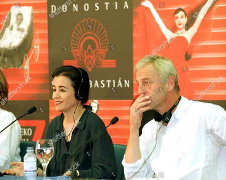 Stock Picture of Ss09 - 19990920 - San Sebastian Spain : Us Film Maker Nora Hoppe (l) and Italian Actor Johan Leysen (r) who Starred Leading Roles in Awarded European Movies Such As 'Colpe Di Luna' and 'Trahir' Answer Media Questions During a Press Conference on Monday 20 September 1999 to Present Their Film 'The Crossing' Movie at the San Sebastian International Film Festival Epa Photo Efe/juan Herrero Spain San Sebastian