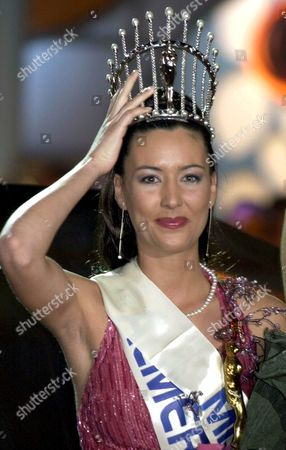Alg01 - 20020318 - Algeciras Andalucia Spain: Vania Millan 23 Celebrates After She was Crowned 'Miss Spain 2002' During a Gala in Algeciras Andalucia Late Sunday 17 March 2002 Epa Photo Efe/paco Torrente/ev-fob Spain Algeciras
