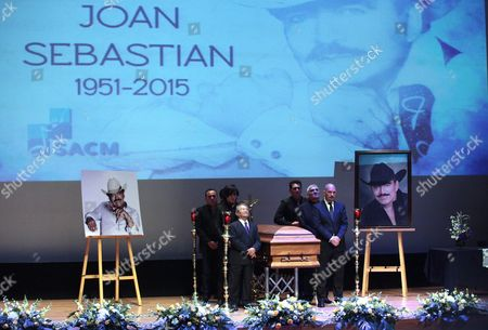 Mexican Singer Armando Manzanero (l Front) Mourns Next to the Coffin of Mexican Popular Singer Joan Sebastian Along with Relatives in Mexico City Mexico 16 July 2015 Joan Sebastian Died of Cancer at the Age of 64 Mexico Mexico City