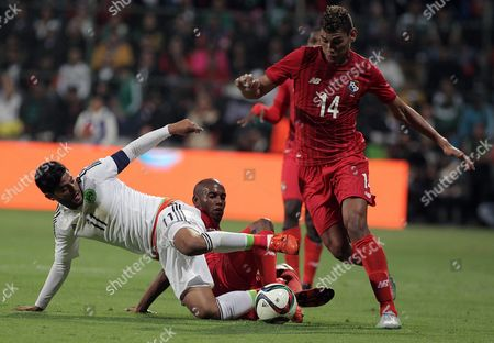 Mexican Player Carlos Vela (l Bottom) Fights For the Ball with Panama's Valentin Pimentel (r) During Their Friendly Match in Toluca Mexico 13 October 2015 Mexico Toluca