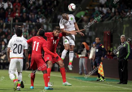 Mexican Player Jorge Torres Nilo (r) Fights For the Ball with Panama's Valentin Pimentel (c) During Their Friendly Match in Toluca Mexico 13 October 2015 Mexico Toluca
