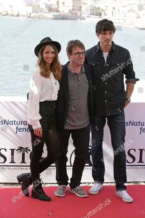 Italian Film Maker Alberto Marini (c) Us Actress/cast Member Maiara Walsh (l) and Spanish Model/cast Member Andres Velencoso (r) Pose During the Presentation of the Movie 'Summer Camp' at the 48th Sitges International Fantastic Film Festival in Sitges Near Barcelona Spain 10 October 2015 the Festival Runs From 09 to 18 October Spain Sitges (barcelona)