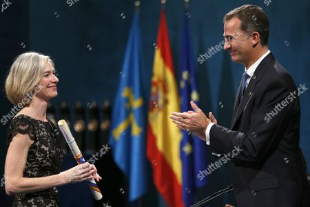 Spanish King Felipe Vi (r) Presents the 2015 Princess of Asturias Award For Technical and Scientific Research to Us Jennifer Doudna (l) During the Awarding Ceremony at the Campoamor Theatre in Oviedo Asturias Spain 23 October 2015 Spain Oviedo