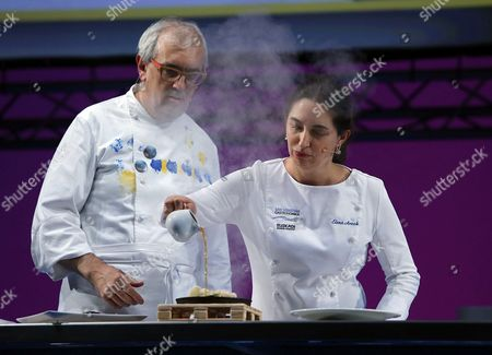 Spanish Cookers Elena Arzak (r) and Xabier Gutierrez (l) Cook During the Last Day of the 17th Edition of the San Sebastian Gastronomika Festival Held at Kursaal Congress Palace in San Sebastian Basque Country Spain 07 October 2015 San Sebastian Gastronomika is Focus in the Global Standard For Haute Cuisine and This Year the Guest Cities Are Singapore and Hong Kong the Festival Runs From 04 to 07 October Spain San Sebastian