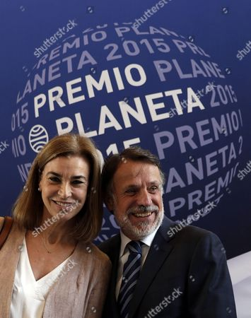 Planeta's President Jose Creuheras (r) and Writer and Jury Member Carmen Posadas (l) Attend the Presentation of the 'Premio Planeta De Novela' Literature Award in Barcelona Spain 14 October 2015 the Planetas Award That is Delivered Since 1952 is the Most Important Literary Prize in Spain the Winner Will Be Announced Later Today and Receives Euro 601 000 Spain Barcelona