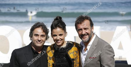 (l-r) Spanish Actor Eduard Fernandez Spanish Actress Elena Anaya and Jose Luis Garcia Perez Pose During the Presentation of the Movie 'Lejos Del Mar' (far From the Sea) at the 63rd Edition of the San Sebastian International Film Festival in San Sebastian Spain 24 September 2015 the Festival Runs From 18 to 26 September Spain San Sebastian