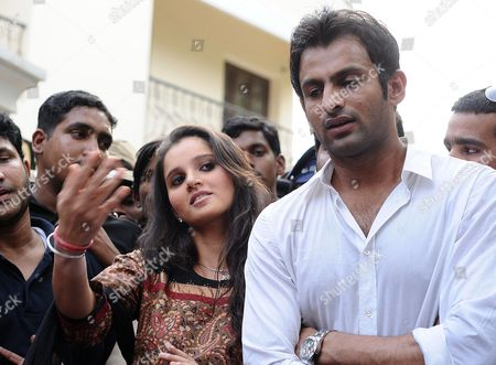 Indian Tennis Star Sania Mirza (l) and Pakistani Cricketer Shoiab Malik Give a Press Conference at Mirza's Residence in Hyderabad India on 05 April 2010 Indian Police Seized the Passport of Pakistani Cricketer Shoaib Malik Soon to Wed Mirza and Questioned Him in Connection with Allegations That He Already Has a Wife Ayesha Siddiqui Officers Said India Hyderabad