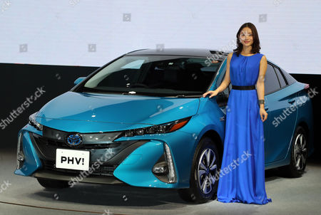 "Satomi Ishihara displays Japanese automobile giant Toyota Motor's new plug-in hybrid vehicle ""Prius PHV"""