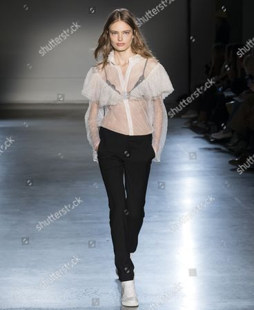 Stock Photo of Anna Mila Guyenz on the catwalk