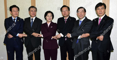 Choo Mi-ae (3-l) Chief of the Main Opposition Democratic Party of Korea (deobureo Minjudang) Poses For a Photo with the Party's Presidential Hopefuls Seongnam Mayor Lee Jae-myung (far L) Former Party Leader Moon Jae-in (2-l) Lawmaker Kim Boo-kyum (3-r) Seoul Mayor Park Won-soon (2-r) and South Chungcheong Gov Ahn Hee-jung As They Meet at a Restaurant in Seoul South Korea 08 November 2016 to Discuss Ways to Resolve a Deepening Political Crisis Sparked by a Corruption Scandal Involving a Close Friend of South Korean President Park Geun-hye Korea, Republic of Seoul