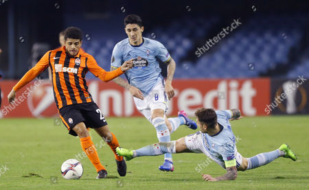 Celta de Vigo'splayers Hugo Mallo (R) and Pablo Hernandez (C) vie for the ball with Shakhtar Donetsk's Taison Barcellos Freda (L) during the first leg match of the Europa League round of 16 between Celta de Vigo and Shakhtar Donetsk held at the Balaidos stadium in Vigo, Spain, on 16 February 2017.
