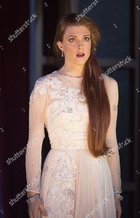 Wallis Giunta as Angelina