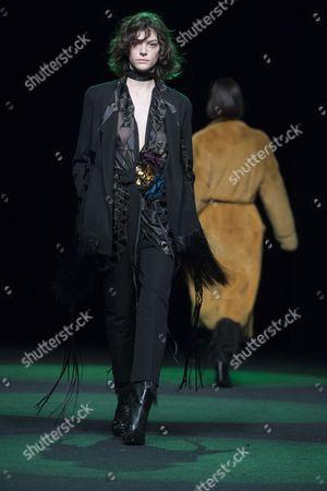 Paula Ortiz on the catwalk